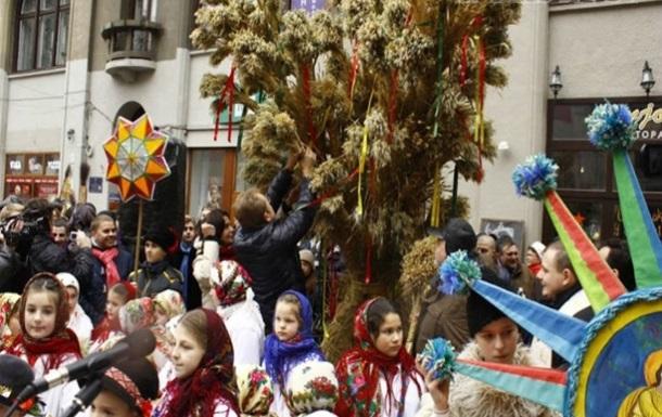 В центре Львова установили трехметровый дидух