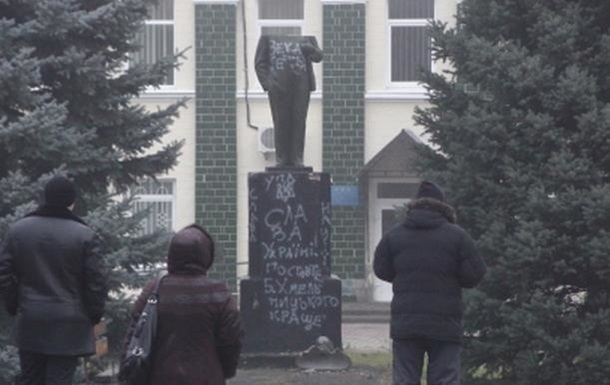 В Полтавской области обезглавили памятник Ленину