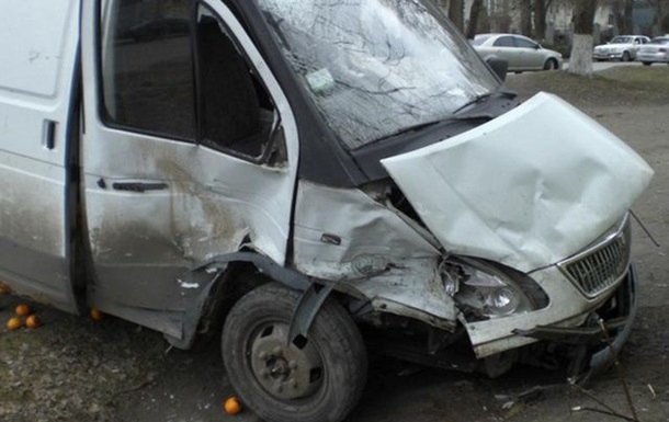 ДТП в Днепропетровске: 10 пассажиров автобуса Volkswagen получили травмы