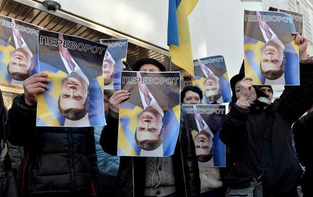 НГ: Запад пугает украинскую власть санкциями