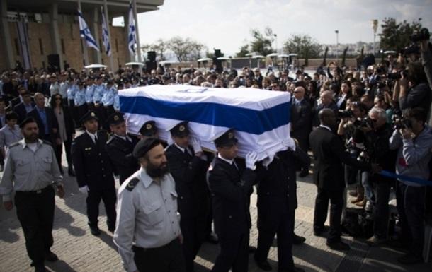 Экс-премьера Израиля Ариэля Шарона похоронили на семейной ферме