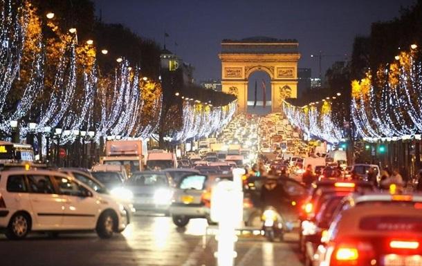 В Париже задержали водителя с килограммом взрывчатки в машине