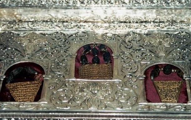 В храме Христа Спасителя прихожанин разбросал дары волхвов
