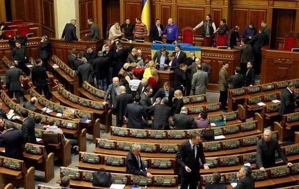 Оппозиция продолжает блокировать работу Рады