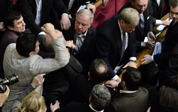 Депутаты заявляют, что регионал Малышев ударил оппозиционерку Ионову