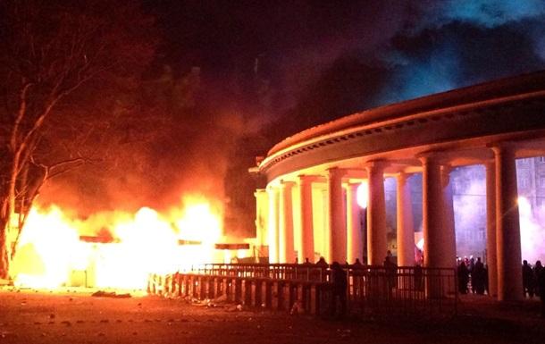 Митингующие сожгли кассы стадиона Динамо