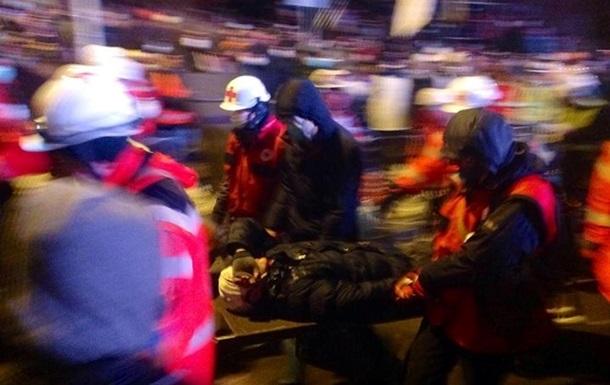 Четверо пострадавших в беспорядках в Киеве получили тяжелые травмы