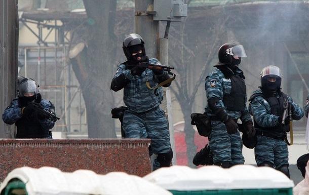 Милиция бросила коктейль Молотова в митингующих на Грушевского - СМИ
