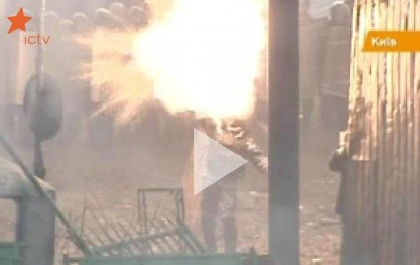 В центре Киева идут столкновения оппозиции с милицией НТВКоммерсантъ-O