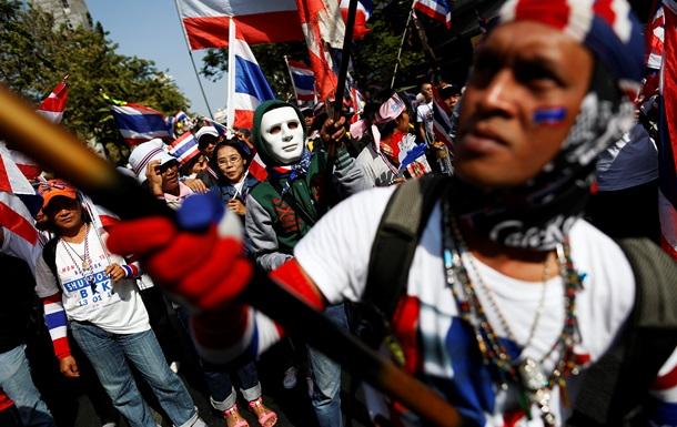 В Бангкоке ввели чрезвычайное положение