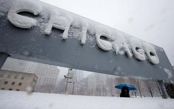 В США из-за сильных снегопадов снова отменили тысячи авиарейсов