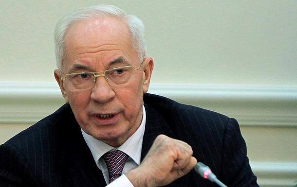 Азаров пообещал матпомощь и решение жилищно-бытовых проблем пострадавшим на Грушевского работникам МВД