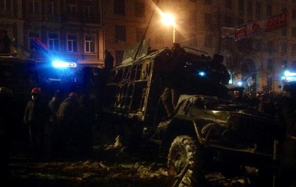 На Владимирском спуске в Киеве начали возводить новые баррикады