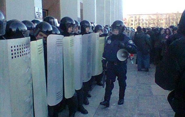 В Полтаве участники протестов и глава ОГА прекратят силовые действия и проведут переговоры
