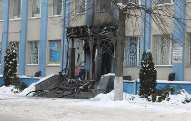 В Ровно, где захватили ОГА, подожгли офис Партии регионов