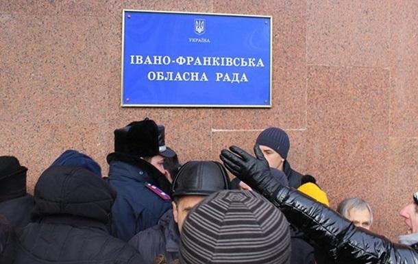 Тернопольский и Ивано-Франковский облсоветы решили запретить деятельность КПУ и ПР на территории областей