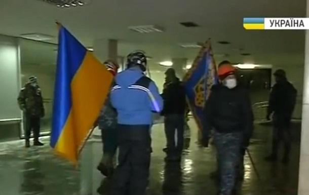 Митингующие в Украинском доме организуют пресс-центр и пункт обогрева