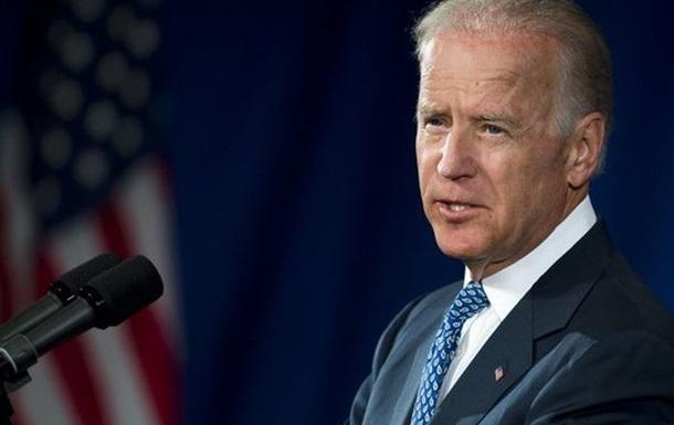 Вице-президент США: Режим ЧП в Украине закроет пути для мирного исхода