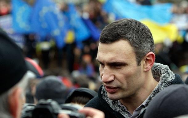Кличко: Премьер-министр Азаров подал в отставку, чтобы  сохранить лицо