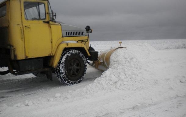 В Донецкой области из-за снежной бури закрывают автомобильные трассы