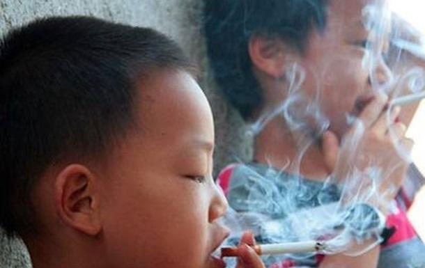 В школах и детсадах Китая запретили курение