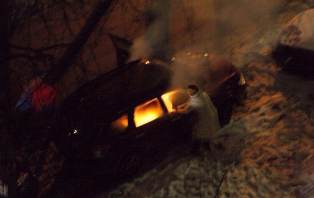 В Киеве ночью подожгли авто сотрудницы посольства Канады
