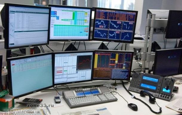 На открытии Московской валютной биржи доллар и евро подорожали