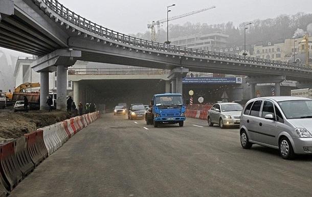 КГГА обещает завершить реконструкцию транспортной развязки на Почтовой площади до конца года