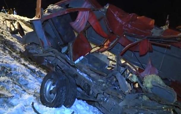 В результате аварии погибли 13 человек - видео, фото