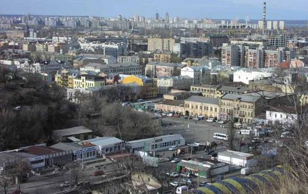 На Подолі в Києві горить нежитловий триповерховий будинок