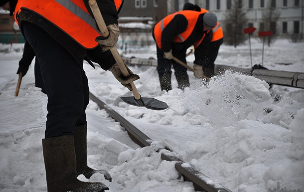Непогода в Украине: дома без электричества, транспорт - в снежных ловушках