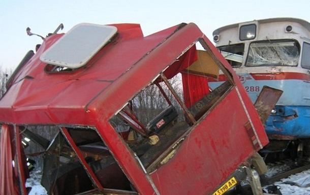 Из-за аварии на ж/д переезде в Сумской области задержано движение шести поездов