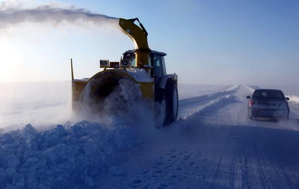 В Китае снегопад привел к серьезным заторам на дорогах