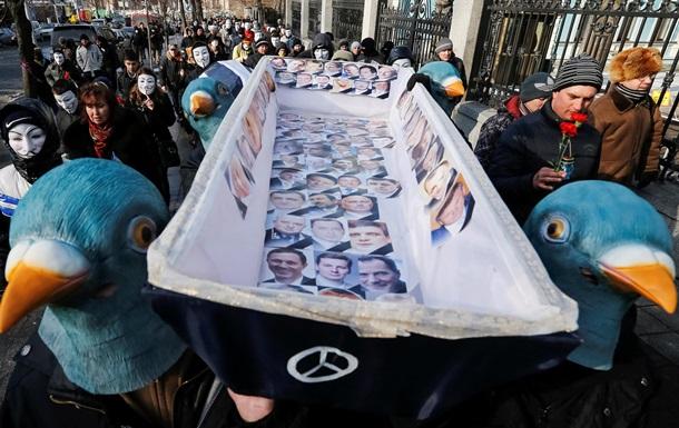 Осада  Рады и гроб для регионалов. Фоторепортажи с митинга в правительственном квартале