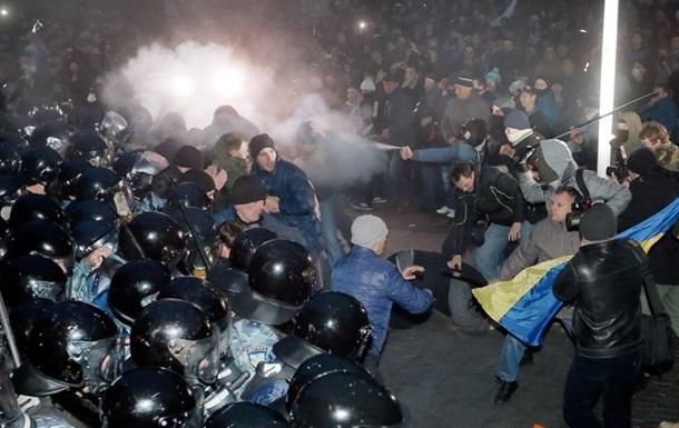 Глава МВД: В ночь разгона Майдана там стоял готовый к бою Правый сектор