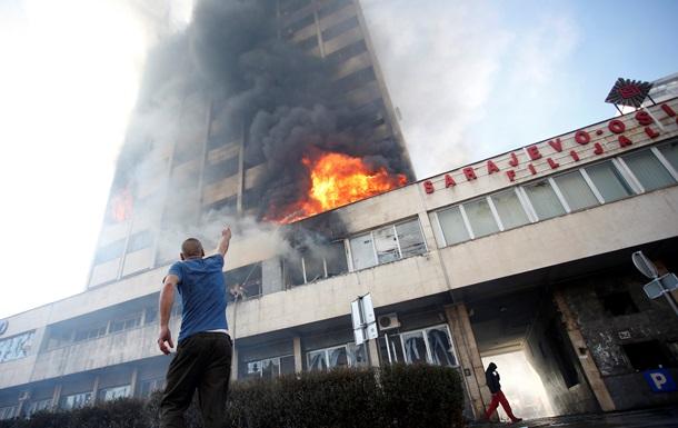 В Боснии и Герцеговине участники протестов подожгли здание правительства