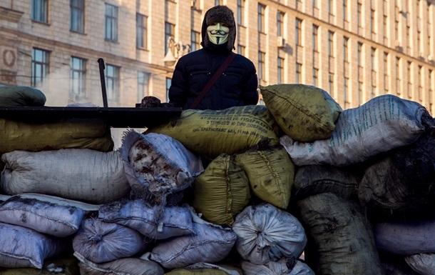 Противники Майдана, которые пытались разобрать баррикаду в центре Киева, разошлись