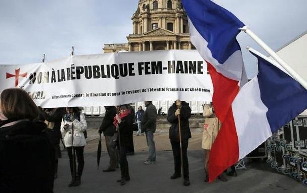 В Париже прошла демонстрация с требованием запретить FEMEN