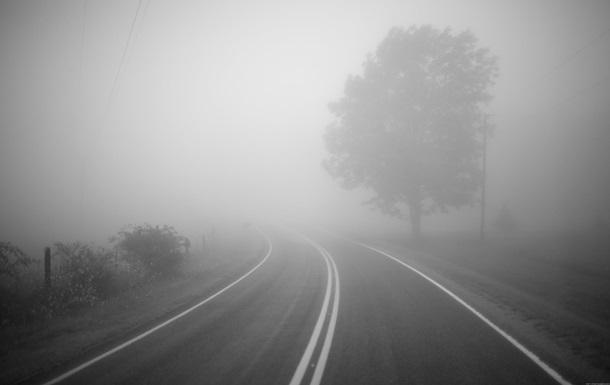 ГАИ предупреждает водителей о гололеде и тумане на дорогах Украины