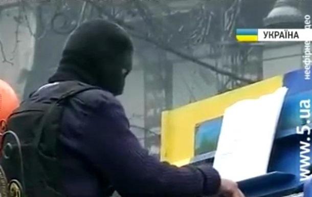 На баррикадах улицы Грушевского состоялся импровизированный фортепианный концерт