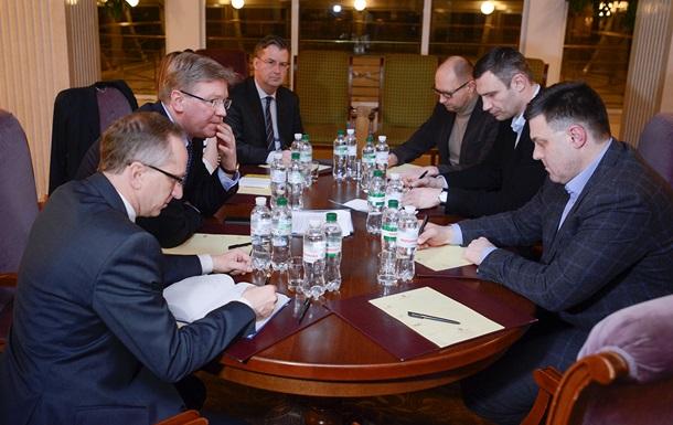 Яценюк рассказал о встрече с еврокомиссаром Фюле