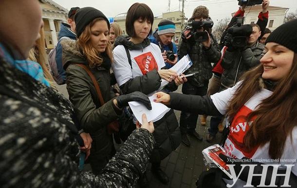 В Киеве студенты провели акцию, посвященную дню презерватива