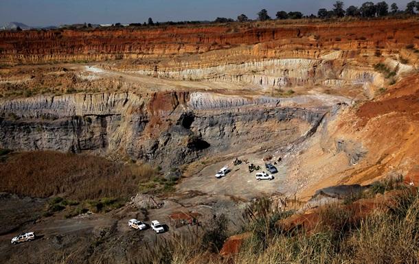 В ЮАР более 200 горняков-нелегалов заблокированы в шахте