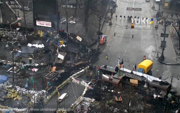 На Грушевкого митингующие построили посредине проезжей части ворота