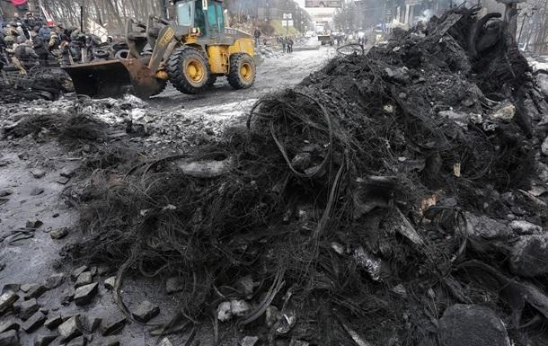Коммунальщики вывезли с Грушевского 100 машин мусора