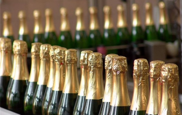 С первого марта подорожают вино и шампанское