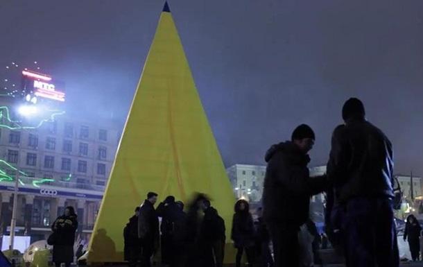 На Майдане появилась  Пирамида золотого сечения , возведенная без единого гвоздя
