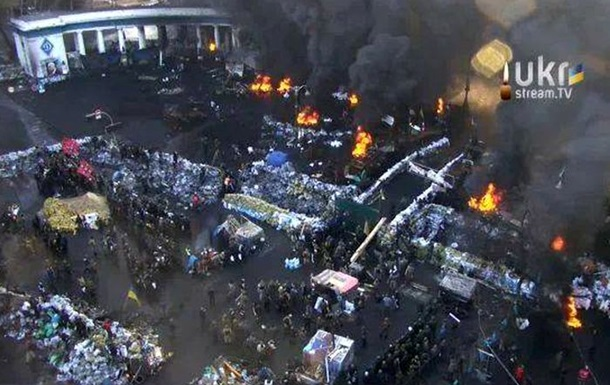 Протестующие окружили здание Рады, на Липской начали пускать газ