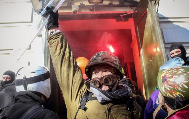 Фото и видео штурма офиса Партии регионов на улице Липской