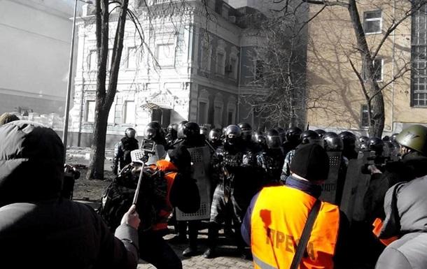 Беркут зачистил от митингующих офис ПР в Киеве